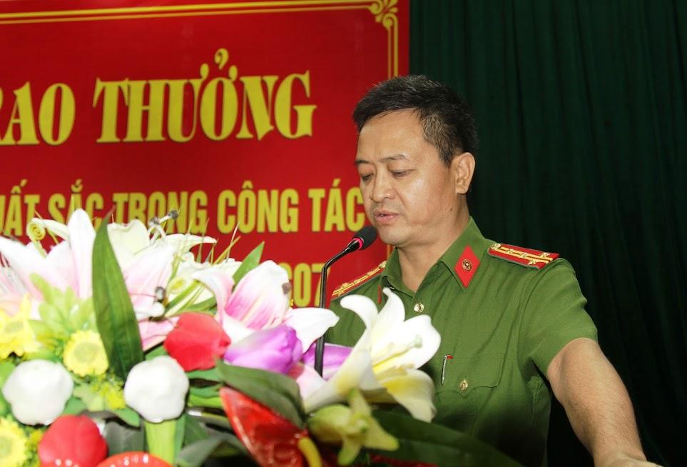 Đại tá Nguyễn Ngọc Thanh, Trưởng phòng Cảnh sát PCCC&CNCH báo cáo kết quả công tác PCCC rừng