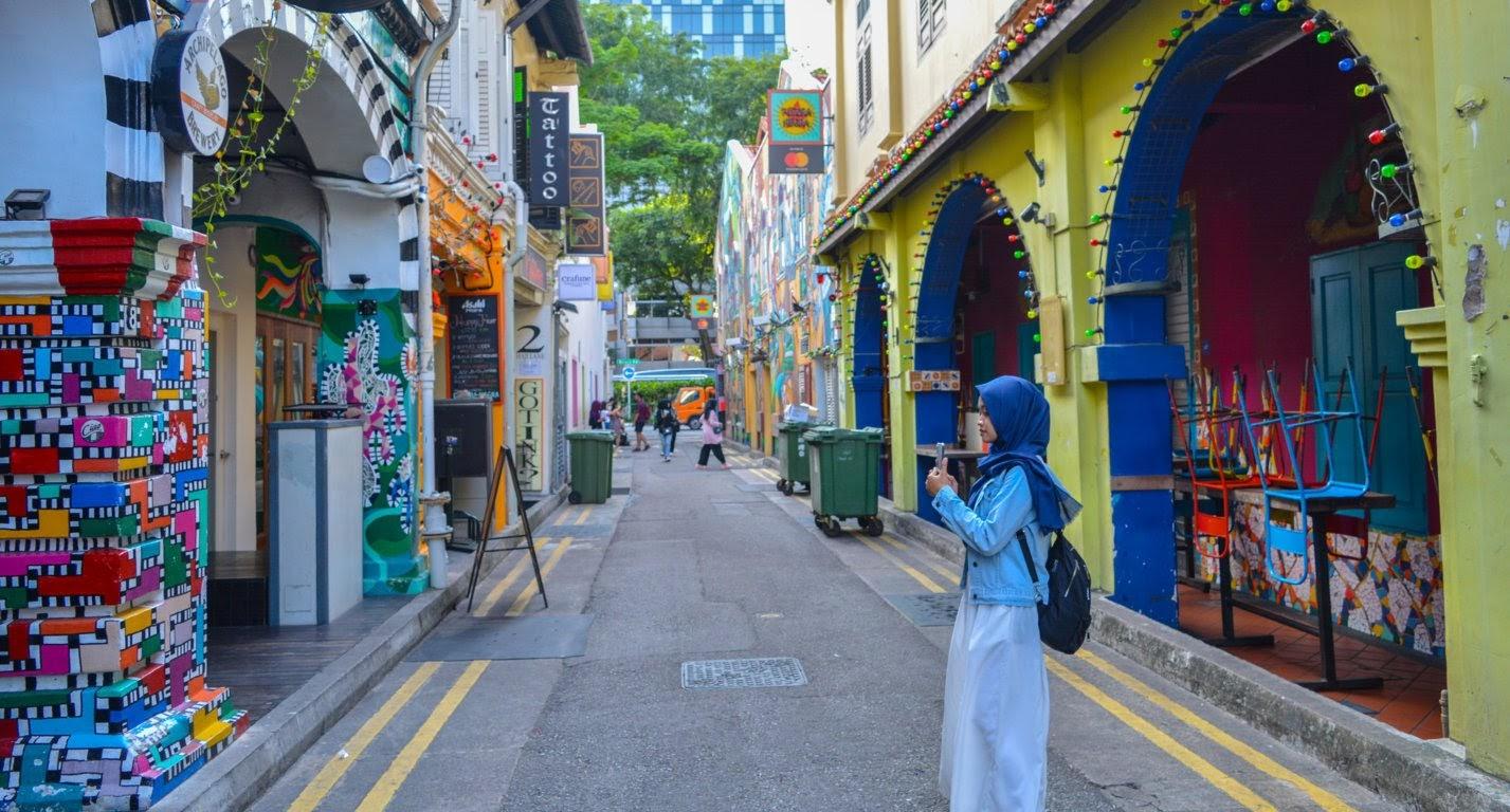 St. Haji Lane gang penuh dengan mural keren