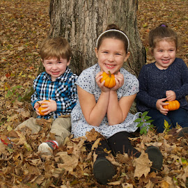 Three peas in a pod by Jessie Dautrich - Babies & Children Child Portraits ( siblings, children, sisters, family, brother )