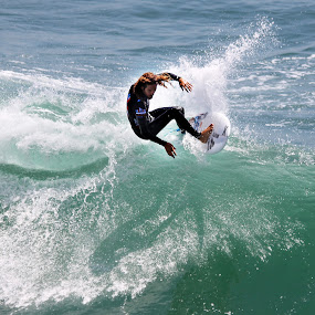 by Ron Azevedo - Sports & Fitness Surfing