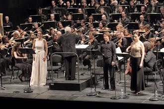 Photo: LES TROYENS konzertant in der Opéra Marseille. Zum Bericht von Dr. Klaus Billand/ Juli 2013. Beatrice Uria Monzon, Roberto Alagna. Foto: Christian Dressen