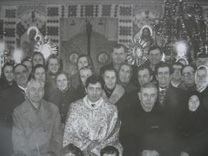 Photo: Церковна  громада  з  отцем  Петльохою, 1989  рік