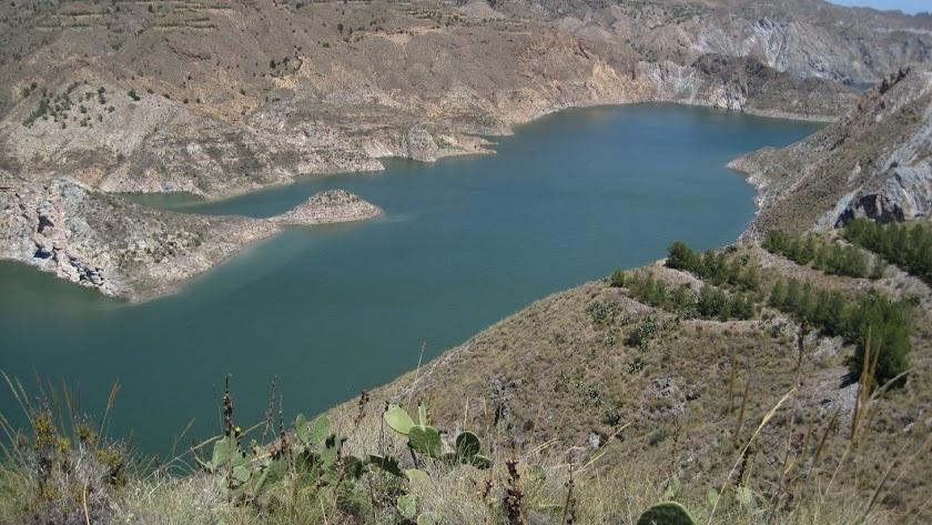 El agua de los trasvases del Negratín o el Tajo se embalsa en el pantano de Cuevas