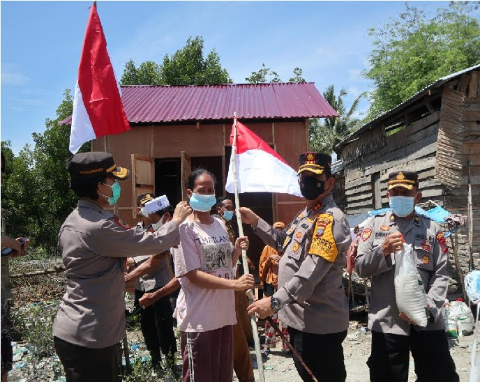 Kapolres Batu Bara Buat dan Resmikan Rumah Si Pembuat Sapu Lidi Serta Kibarkan Bendera Merah Putih di Pelosok Desa Sambut HUT RI
