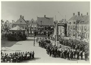 Photo: 1898 onthulling van het Nassau-Oranje Monument