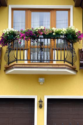 Nawet na najmniejszym balkonie można stworzyć atrakcyjną kompozycję