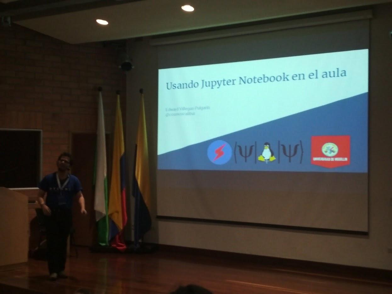 """Fotografía del inicio de la presentación de """"Usando Jupyter Notebook en el aula."""""""