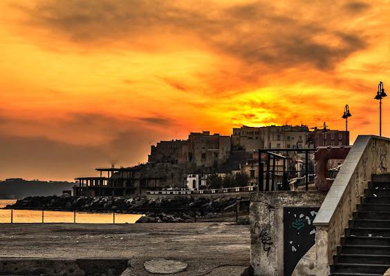 Rione Terra in arancione di Alessandro Isaia
