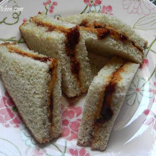 Classic PB & J Sandwich (Peanut Butter and Jelly Sandwich).