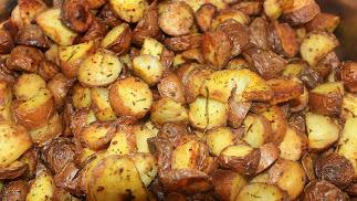 Patatas al horno con romero.