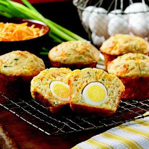 Cheddar-Herb Egg Stuffed Muffins