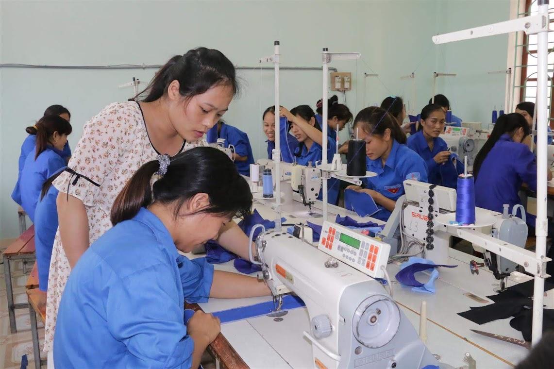 Giờ thực hành tại một trung tâm giáo dục thường xuyên ở Nghệ An