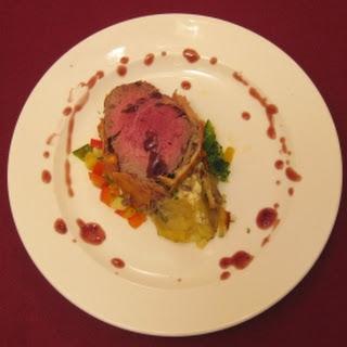 Filet Wellington mit Wok-Gemüse und Kartoffelgratin