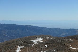 霞んでいるが木曽御嶽山や乗鞍岳、北アルプスなど