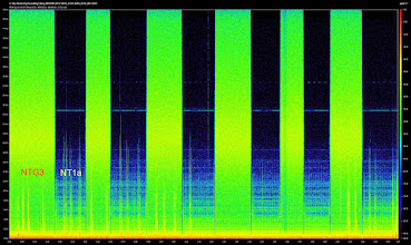 "Photo: Switching between NTG3 and NT1a.  This spectrogram shows frequency range up to 48Khz.  NTG3 have ""pink noise"" in the whole spectrum. It slightly get higher between 16khz and 24khz (slightly more yellow color). NT1a almost without measurable noise. Dark color mean silence. The horison lines at 27khz and 33khz are power supply noise in the SD552 mixer.  It appears when gain is adjusted ca. +60dB and above.  See another test with SD744: http://fieldrecording.net/2012/02/14/rode-ntg3-vs-sennheiser-me66-noise/"