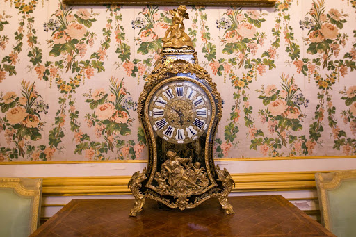 Peterhof-Palace-Small-Passage-Room-French-made-Commode-Clock.jpg - A French-made Commode Clock in the Small Passage Room in Peterhof Palace near St. Petersburg, Russia.