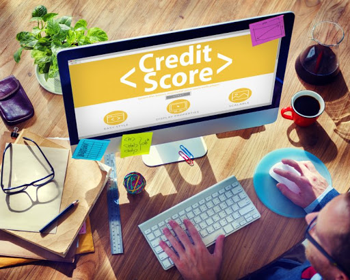como conseguir crédito com score baixo
