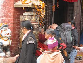 Photo: la vecchina santona che benedice Antonio per qualche rupia....