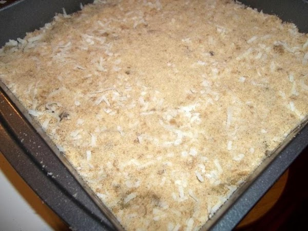 Spread remaining crumbs evenly over crust.   Press crumbs firmly onto filling.