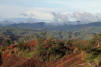 Photo: Laoso kalvos, besislepiančios džiunglėse.  Laos hills hiding in jungles.