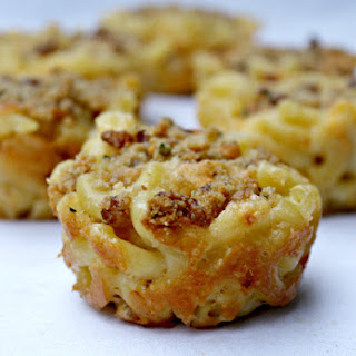 30 Minute Baked Bacon Macaroni and Cheese Cups