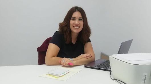 Davinia Simón, en una imagen publcada en la cuenta de Facebook de su empresa, Formación Vida, antes de que esta fuera eliminada.