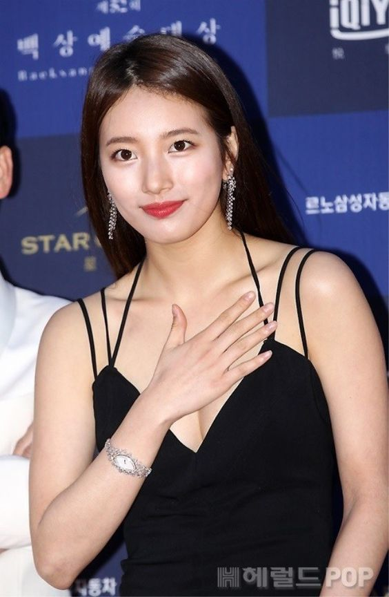suzy gown 25