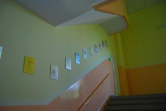 Photo: Między I a II piętrem. Kolejne dyplomy i wyróżnienia naszych uczniów.