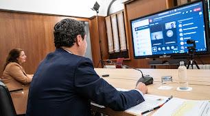 Juanma Moreno, durante la videoconferencia con representantes del sector agroalimentario.