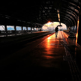 All Alone In the city by Dhananjay Mukerji - Instagram & Mobile Android ( #citylife #natgeotravel #metro #natgeo #maibhisadakchap #nustaharamkhor #imkanda #,  )