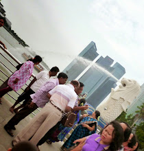 Photo: A group of Indian tourists at the pier in front of popular Merlion. They looked like a family or relative. I saw lots of Indian tourists in Singapore also. Ladies in their best Saree and Jasmine leis on their hair looked prettier among all.  20th July updated (日本語はこちら) - http://jp.asksiddhi.in/daily_detail.php?id=608