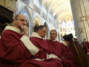 Photo: Bratři dominikáni před začátkem přednášky
