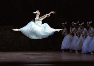 Photo: WIENER STAATSOPER/ Wiener Staatsballett: LA SYLPHIDE - Ballettpremiere am 26.10.2011. Nachstellung der Originalversion durch Manuel Legris.  Alternativbesetzung: Maria Yakovleva.  Foto: Barbara Zeininger