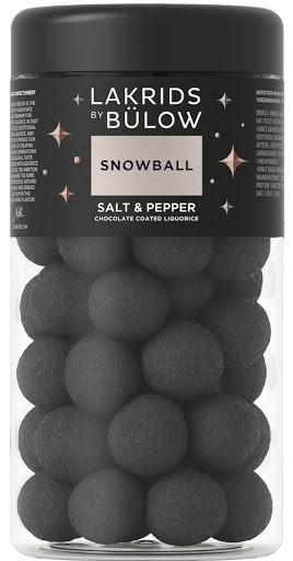 2020 Snowball – sötlakrits omgiven av choklad med salmiak, svartpeppar och lakritspulver – Lakrids by Bülow