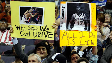 Photo: WASHINGTON, DC - FEBRUARY 08:  Fans of Jeremy Lin #17 of the New York Knicks hold up signs during the second half of the Knicks and Washington Wizards game at Verizon Center on February 8, 2012 in Washington, DC.  NOTE TO USER: User expressly acknowledges and agrees that, by downloading and or using this photograph, User is consenting to the terms and conditions of the Getty Images License Agreement.  (Photo by Rob Carr/Getty Images)ؾ