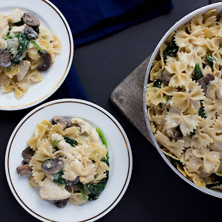 One Pot Creamy Mushroom, Chicken, Spinach Pasta Recipe