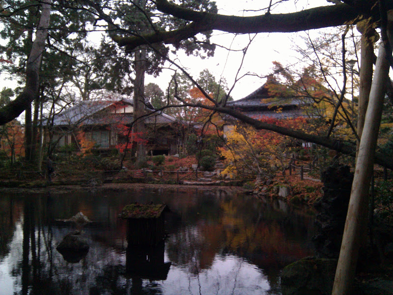 Photo: Kyoto temple lake