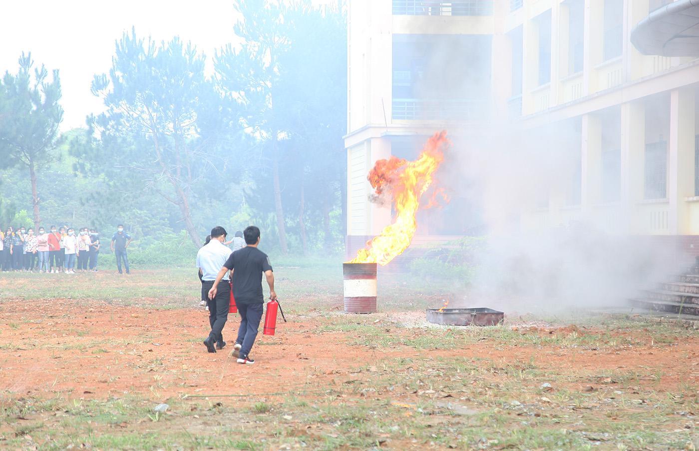 Diễn tập phương án chữa cháy và cứu nạn, cứu hộ tại Phân hiệu ĐHTN tại tỉnh Lào Cai