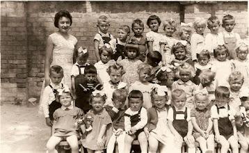 Photo: Óvodások, t. Bokor Magda, 1960, Csicsó Felül. Kósa Gyula, Kósa Ottó, Csahák Vasek, Eczet Margit, Lakatos Margit Szoboszlainé, Liska Ilonka, Vierik Margit? Kustyán József, Nagy Gyula. 2. ---, Himler Katalin, Varga Éva, Varga Árpád, Kolocsics Nóra, Szüllő Marika, Csóka Zsuzsa, Dudás Ilonka. 3. Berecz Árpád, Bognár Gyula, Németh Gizella, Németh Erzsébet Csehné, Magyarics Piroska, Fehérváry Ilonka -Alsó u., ---, ---. Alul. Vasmera Erzsike és Kató, Földes Attila, Bartalos Lajos, Nagy Hajnalka, Szép Árpád, ----, ---, ---
