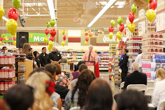 Photo: This is one of the biggest Smart & Final Extra stores, 25,000 square feet. The Honorable Harvey L. Hall, Mayor of Bakersfield, was there.
