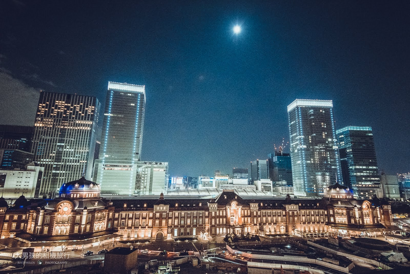 位於東京車站對面的新丸大樓,則是可欣賞東京車站全貌的好去處。