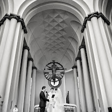 Wedding photographer Przemyslaw Szklarski (przemyslawszkla). Photo of 12.02.2014