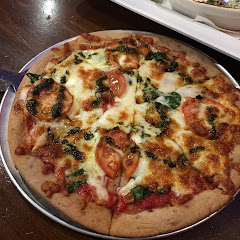 Most pizzas can be made GF, and don't forget to ask for the pita chips for the spinach dip! They are GF too!
