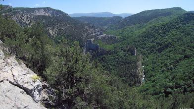 Photo: Замок на самом большом гребешке Чернореченского каньона над рекой. Видны также верховья каньона. Большая гора слева.