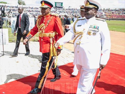 1a8hNeUPFXJCKukDPz rG xseumCFO 5Nob5e ldu W0y0TUurfQjTU3mRIC8yxQZeIB5PB5Cj2t1j9qOH2b18Y5357 =s512 - Presidential Fashion! Uhuru Kenyatta has a taste for the finest things