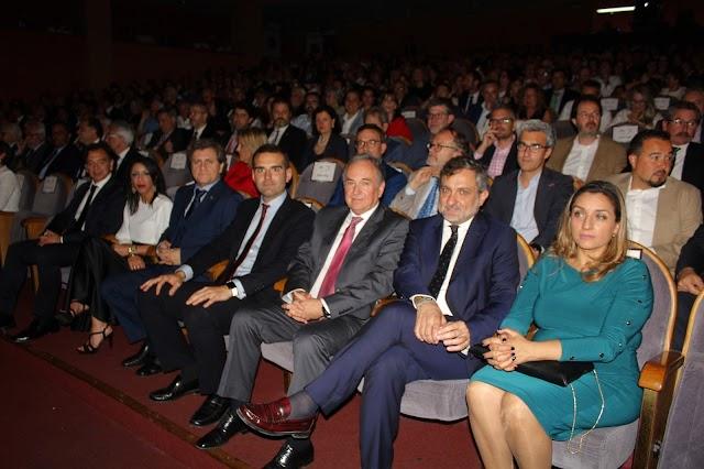 Amplia representación institucional con la presidenta del Parlamento Andaluz, Marta Bosquet, a la cabeza.