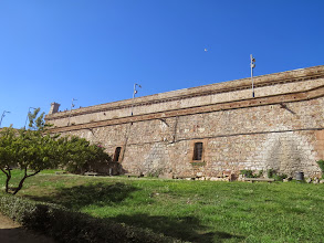 Photo: Pared del castillo de Montjuic, como para que se vea que llegué.
