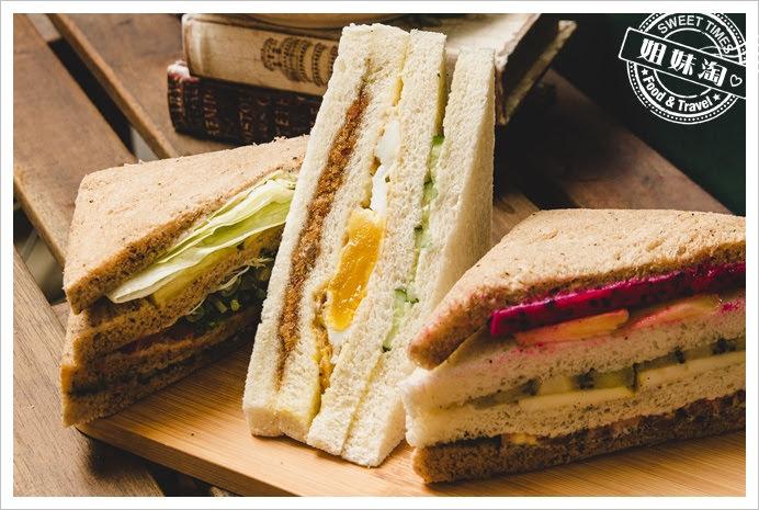 嚇一跳早餐店經典三明治
