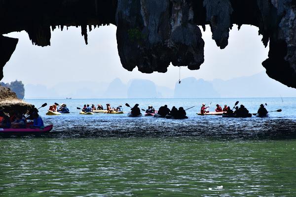 Guided kayaking at Thalu Island