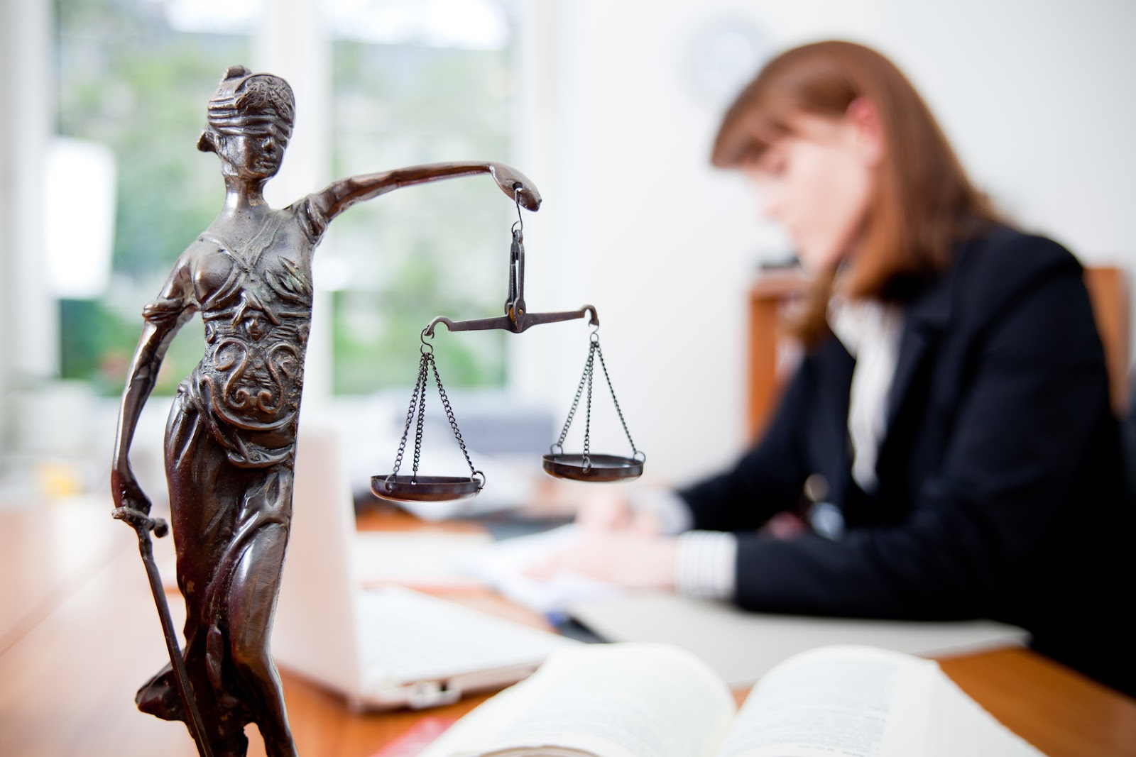 Разработка логотипа юридических фирм